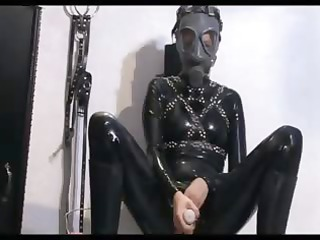 honey in latex toying her cum-hole