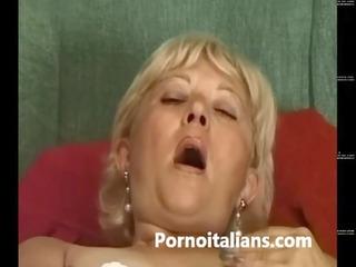 matura italiana si masturba - italian older