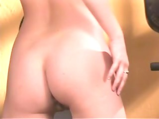 doxy disrobes and enjoys her exposed work out in