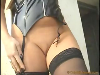 female-dominator vendy shows her curves