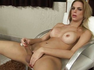 posh shemale receives creamed