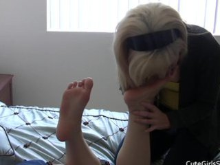lesbo foot worship