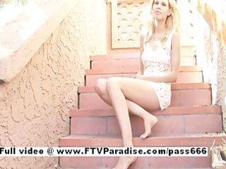 lara ingenious blond fingering and toying