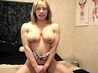 sexy muscle sweetheart on body show