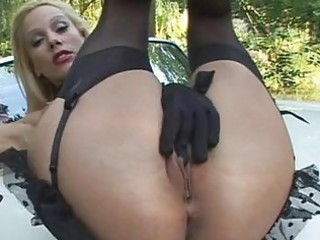 golden-haired vega vixen fingers her sexy snatch