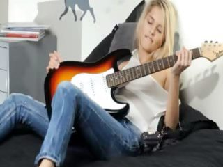 unbelievable blonde and her guitar