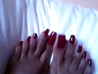 purple lengthy toenails